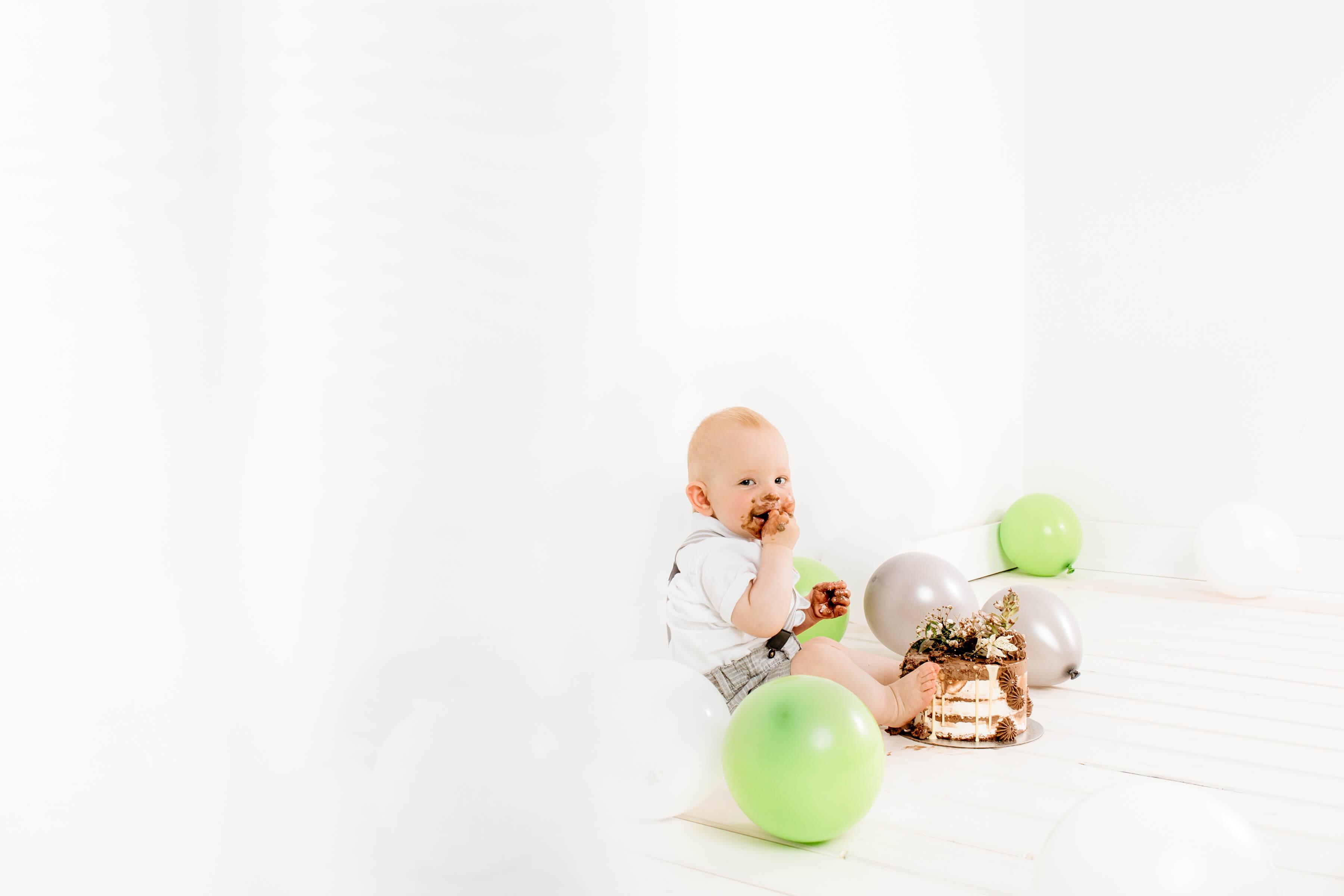 Cake-smash-fotografiranje-Luanina-pravljica-fotografiranje-nosecnic-novorojenckov-druzin-malckov-1
