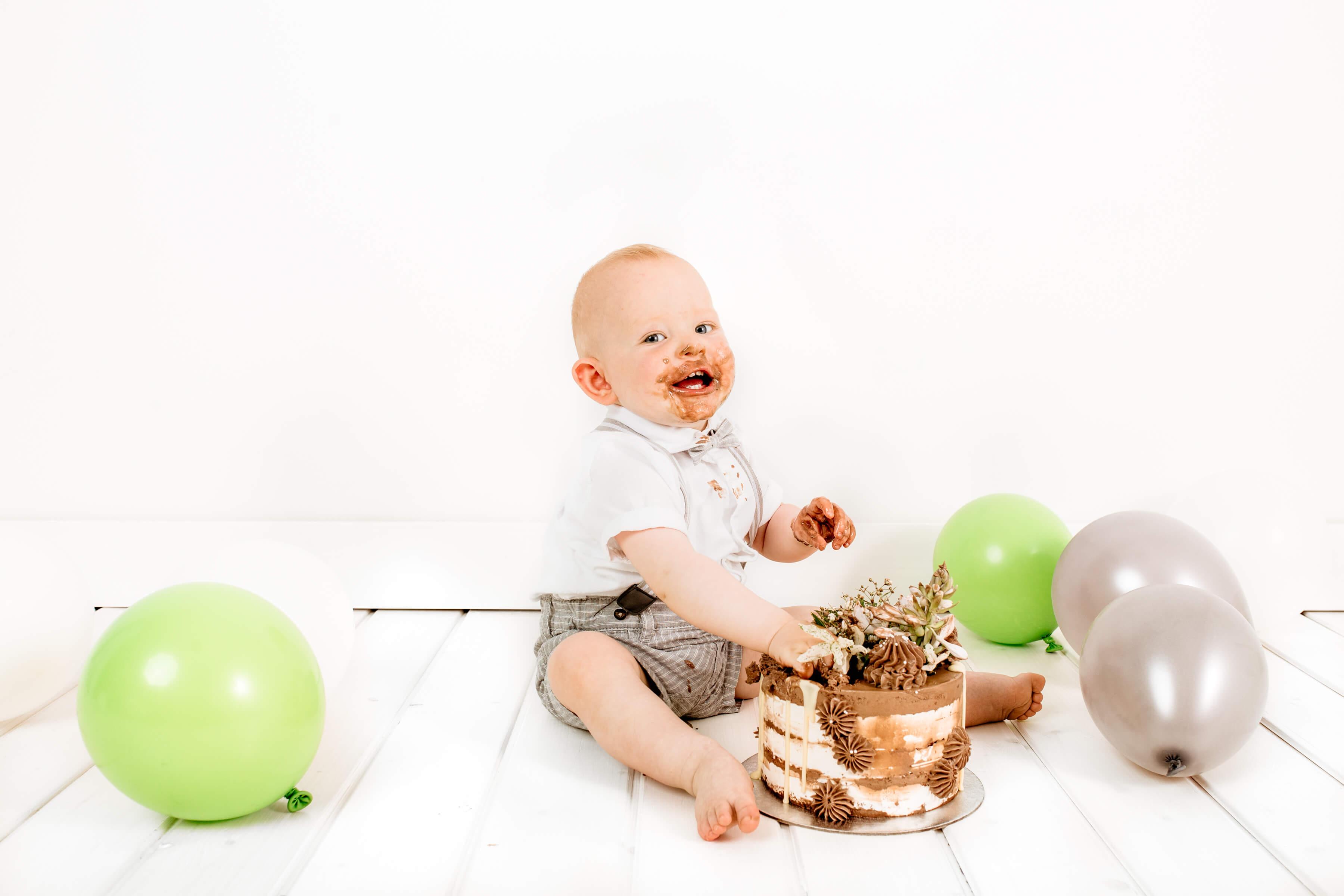 Cake-smash-fotografiranje-Luanina-pravljica-fotografiranje-nosecnic-novorojenckov-druzin-malckov-2