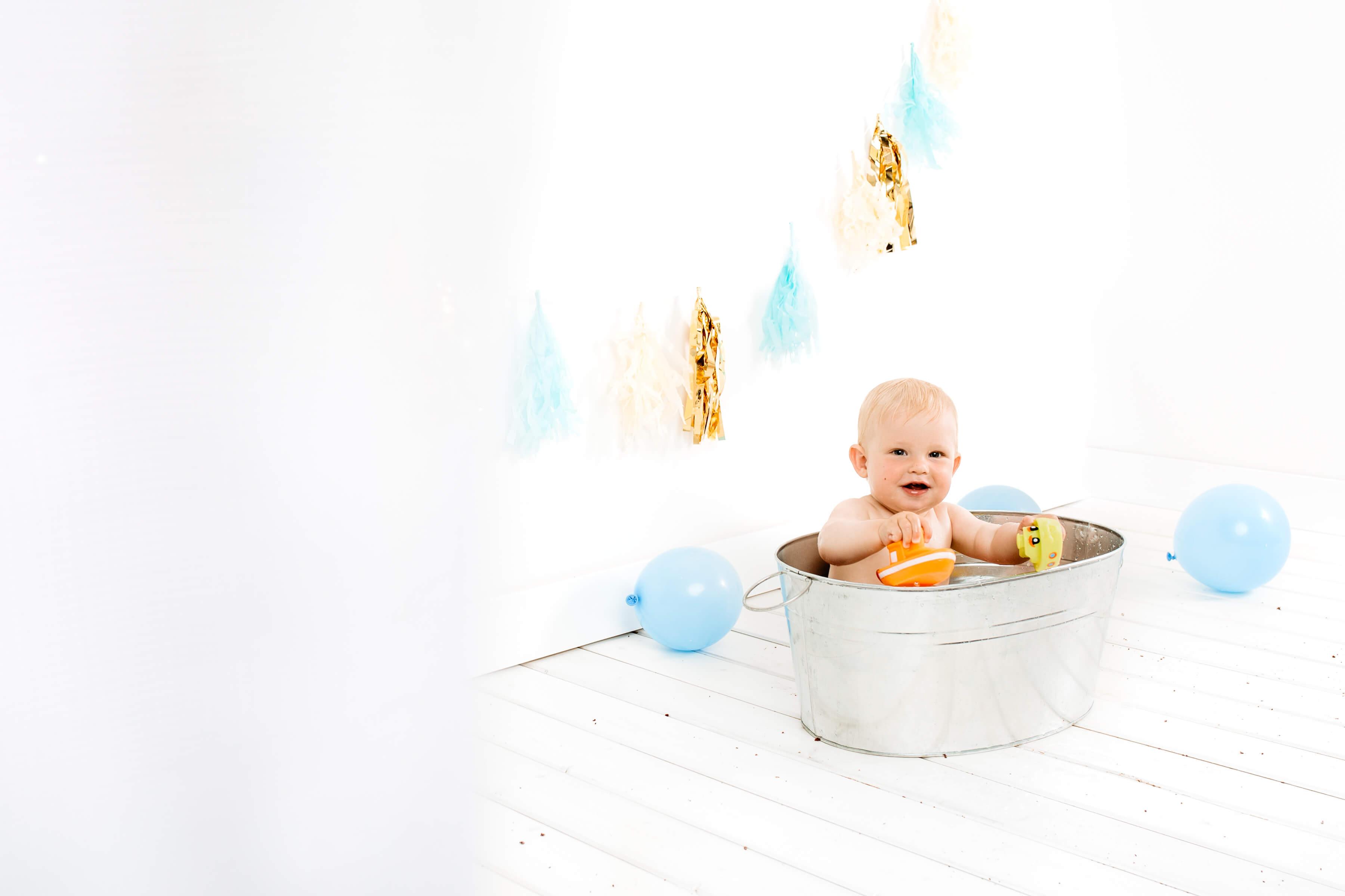 Cake-smash-fotografiranje-Luanina-pravljica-fotografiranje-nosecnic-novorojenckov-druzin-malckov-3