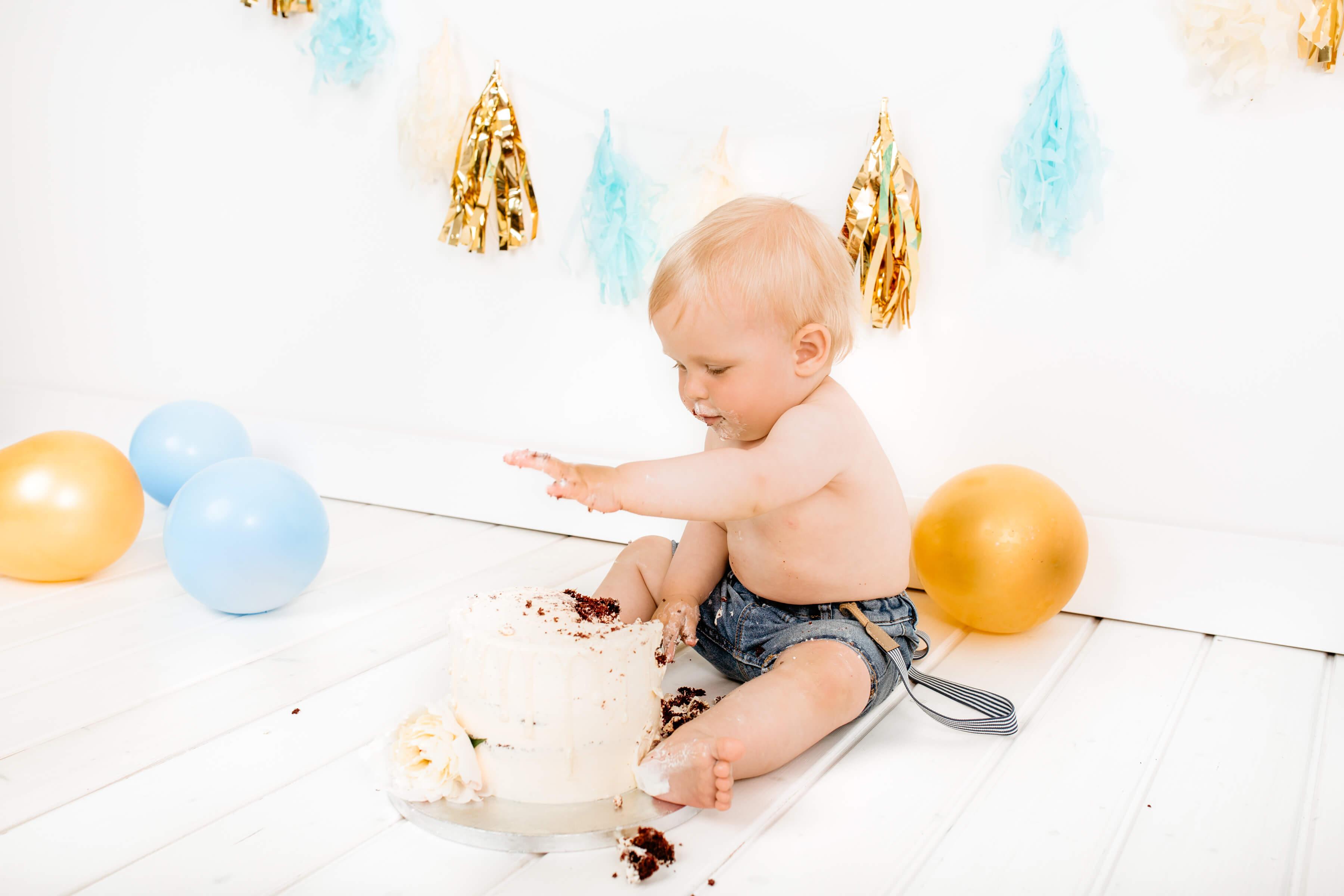 Cake-smash-fotografiranje-Luanina-pravljica-fotografiranje-nosecnic-novorojenckov-druzin-malckov-4