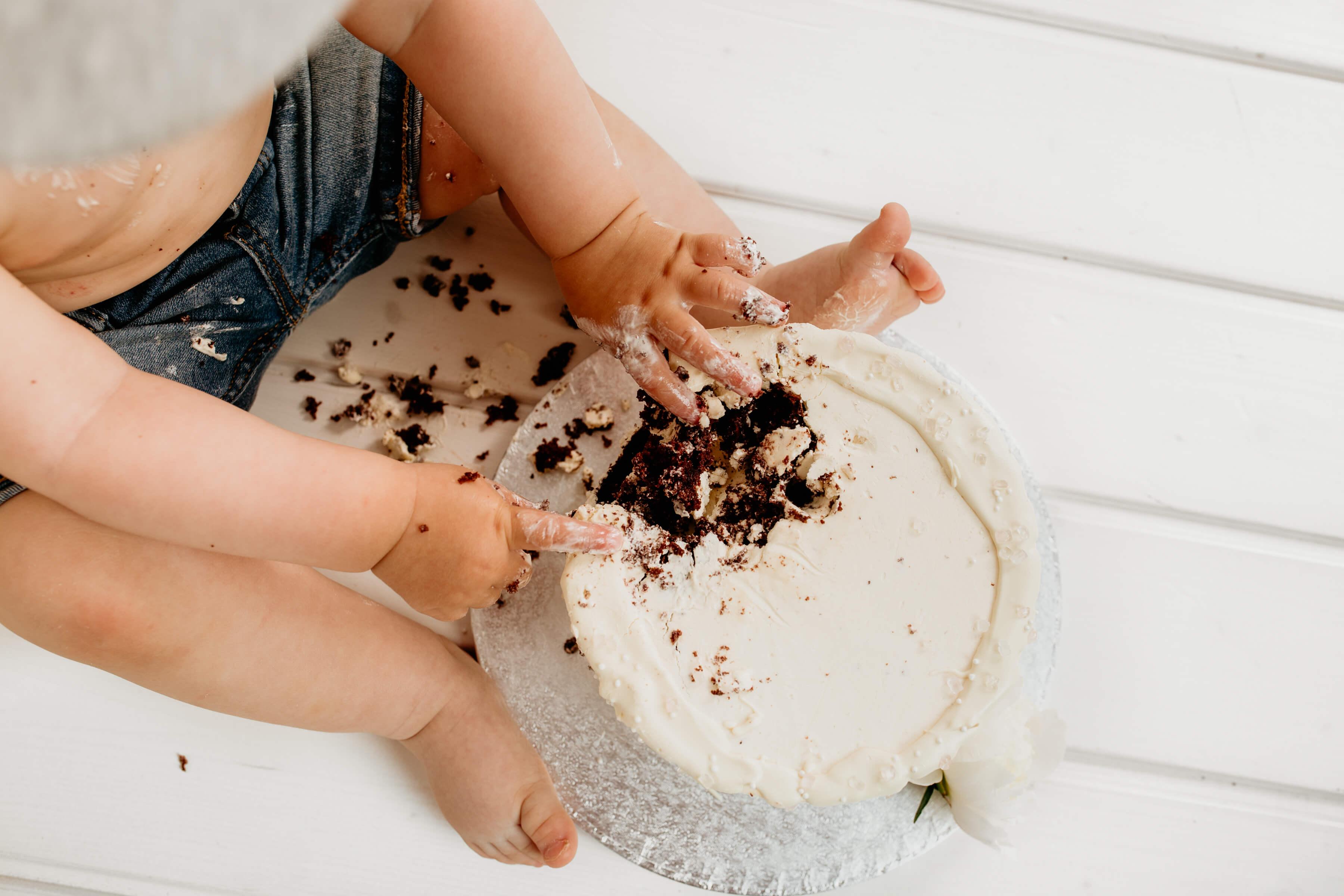 Cake-smash-fotografiranje-Luanina-pravljica-fotografiranje-nosecnic-novorojenckov-druzin-malckov-5