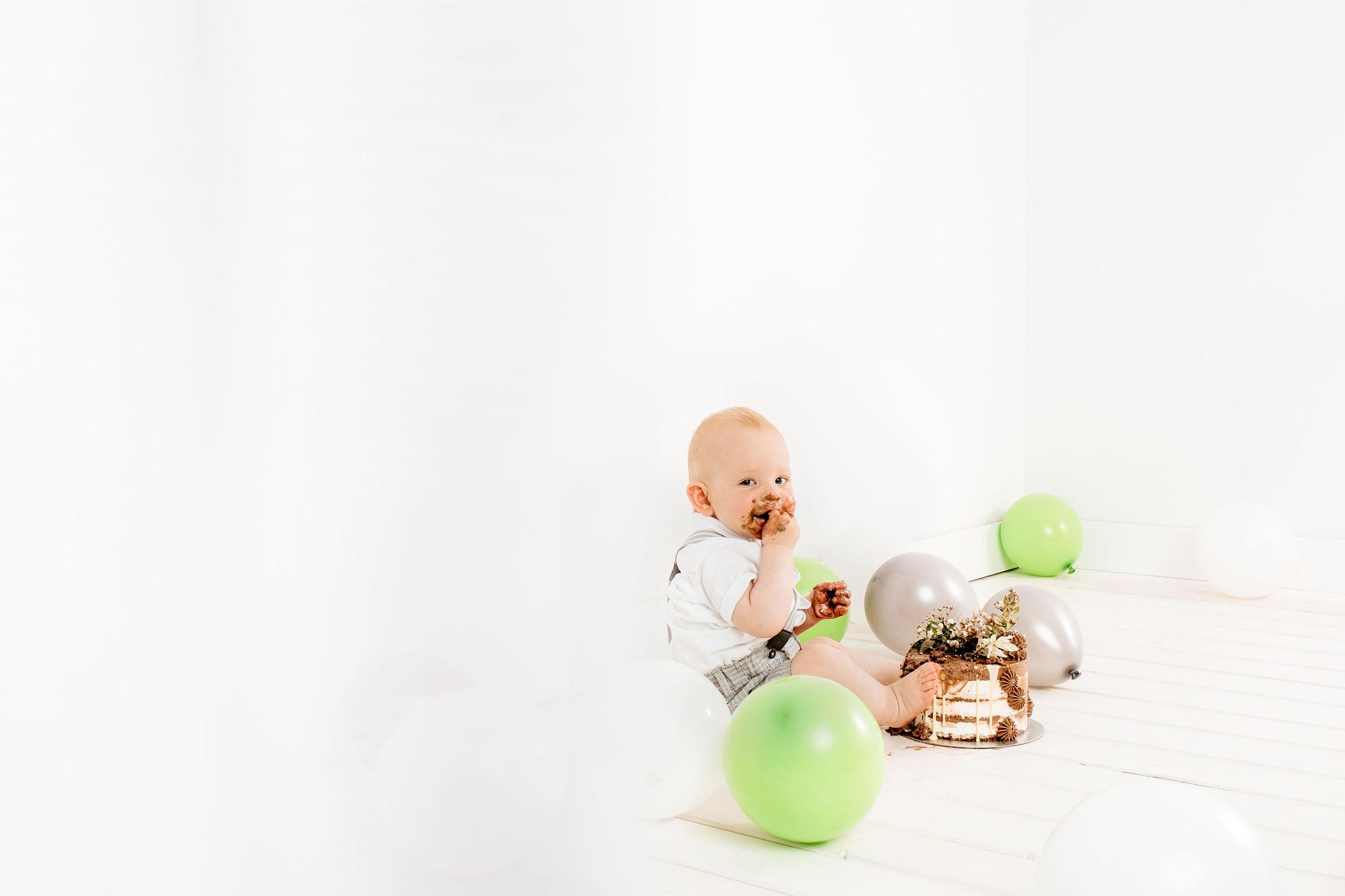 Cake smash J - Luanina pravljica, fotografiranje nosečnic, novorojenčkov, družinic, malčkov, cake smash fotografija 0013